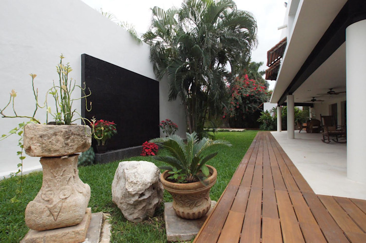 AIDA TRACONIS ARQUITECTOS EN MERIDA YUCATAN MEXICO Modern Garden