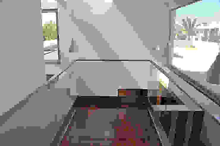 house in Vilamoura golf Casas modernas por Matos Architects Moderno Derivados de madeira Transparente