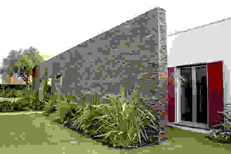 house in Vilamoura golf Casas modernas por Matos Architects Moderno Pedra