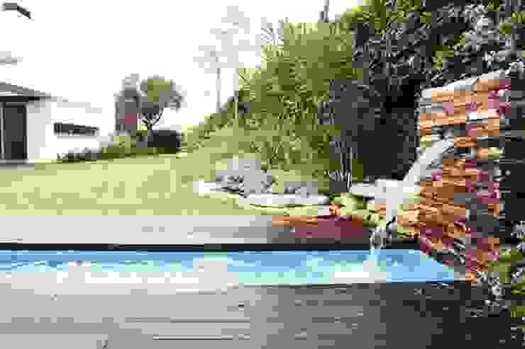 house in Vilamoura golf Jardins modernos por Matos Architects Moderno Pedra