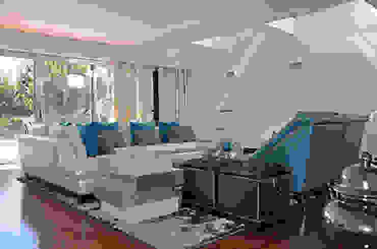 house in Vilamoura golf Salas de estar modernas por Matos Architects Moderno Compósito de madeira e plástico