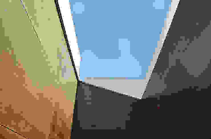house in Vilamoura golf Janelas e portas modernas por Matos Architects Moderno Vidro