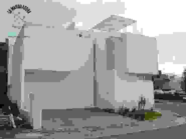 Minimalist house by La Maquiladora / taller de ideas Minimalist
