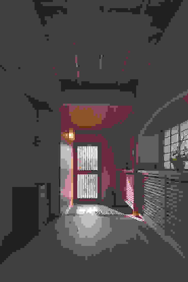 七左の離れ屋 クラシカルスタイルの 玄関&廊下&階段 の 株式会社 けやき建築設計 クラシック
