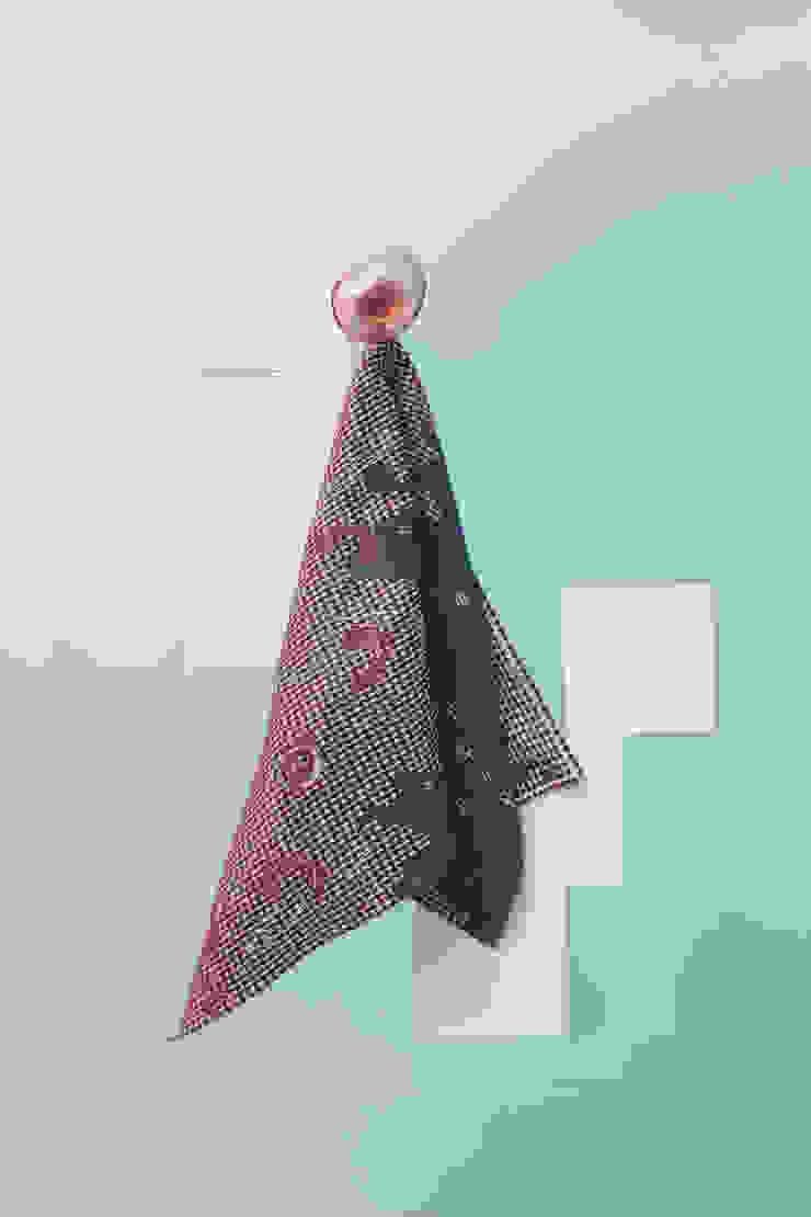 Fungy! Towel N°1 Purple van Roos Soetekouw Design Eclectisch
