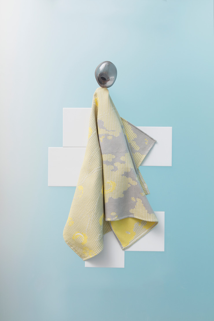 Fungy! Towel N°3 Yellow van Roos Soetekouw Design Eclectisch