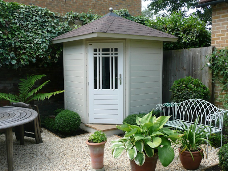 Posh Corner Shed:  Garage/shed by Garden Affairs Ltd