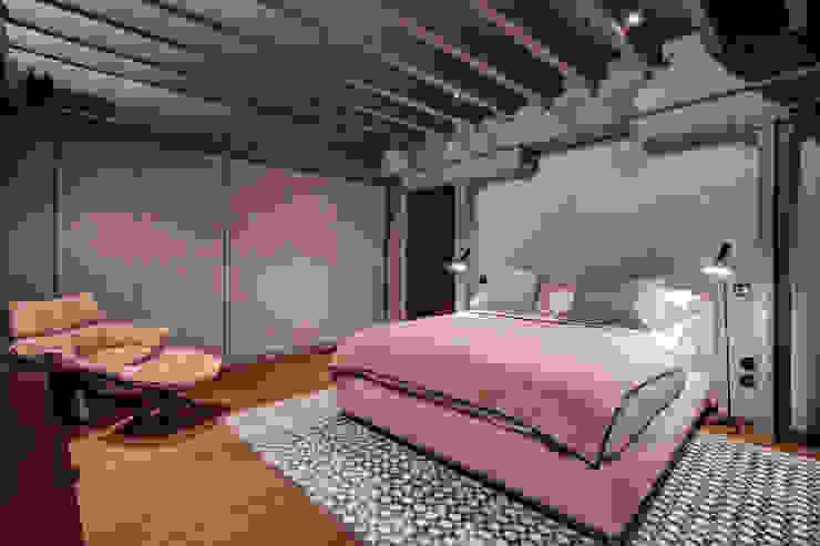 TAPESTRY APARTMENT Dormitorios de estilo escandinavo de LUV Studio Escandinavo