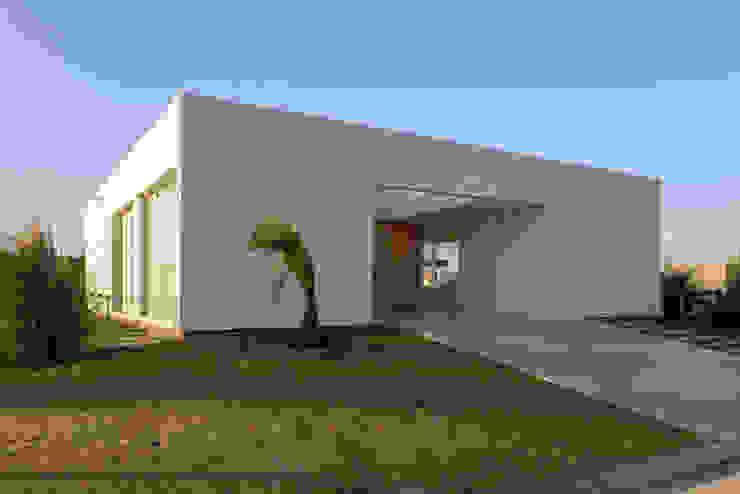 PERSPECTIVA DE FACHADA SUR Casas de estilo minimalista de VISMARACORSI ARQUITECTOS Minimalista