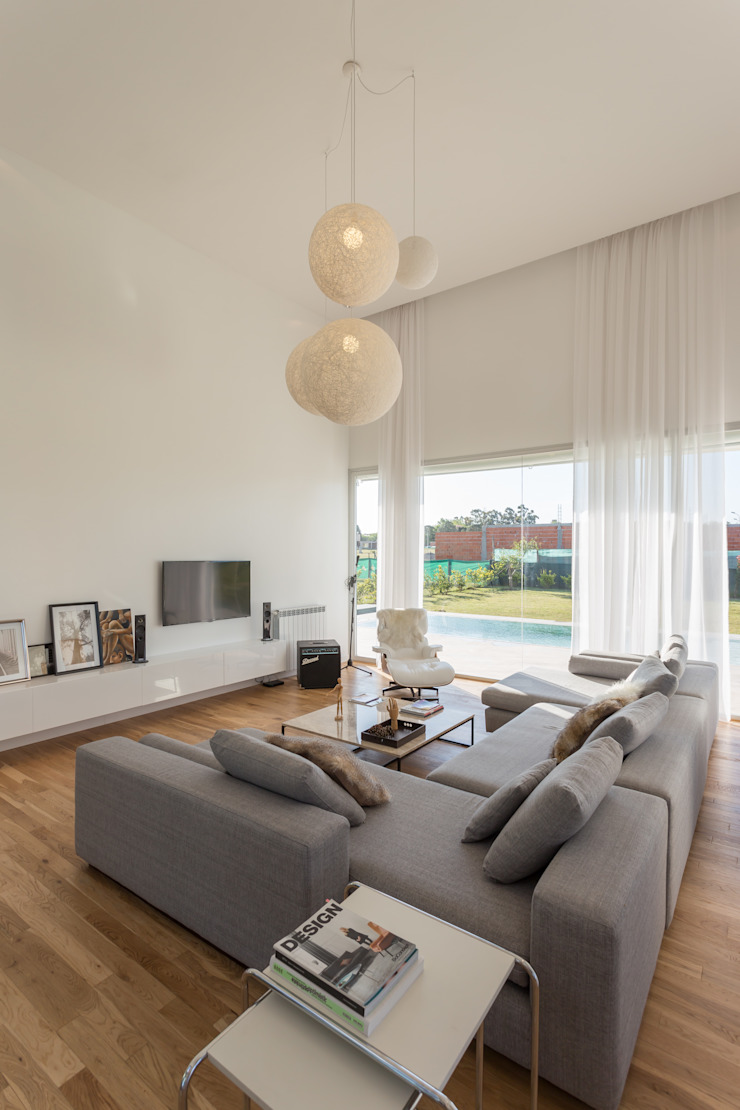 LIVING Salas de estilo minimalista de VISMARACORSI ARQUITECTOS Minimalista