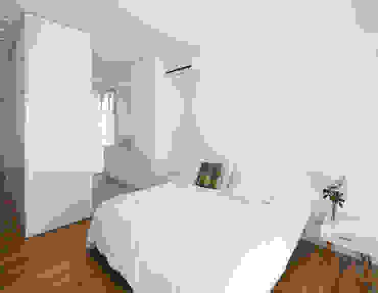 ห้องนอน โดย VISMARACORSI ARQUITECTOS, มินิมัล