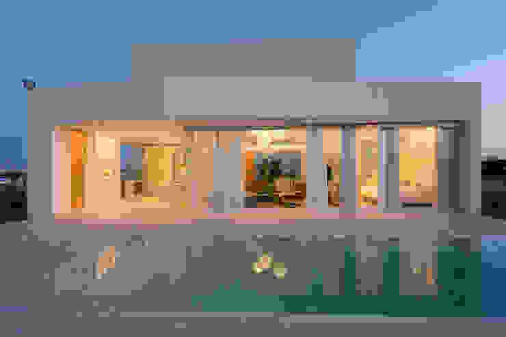Дома в стиле минимализм от VISMARACORSI ARQUITECTOS Минимализм