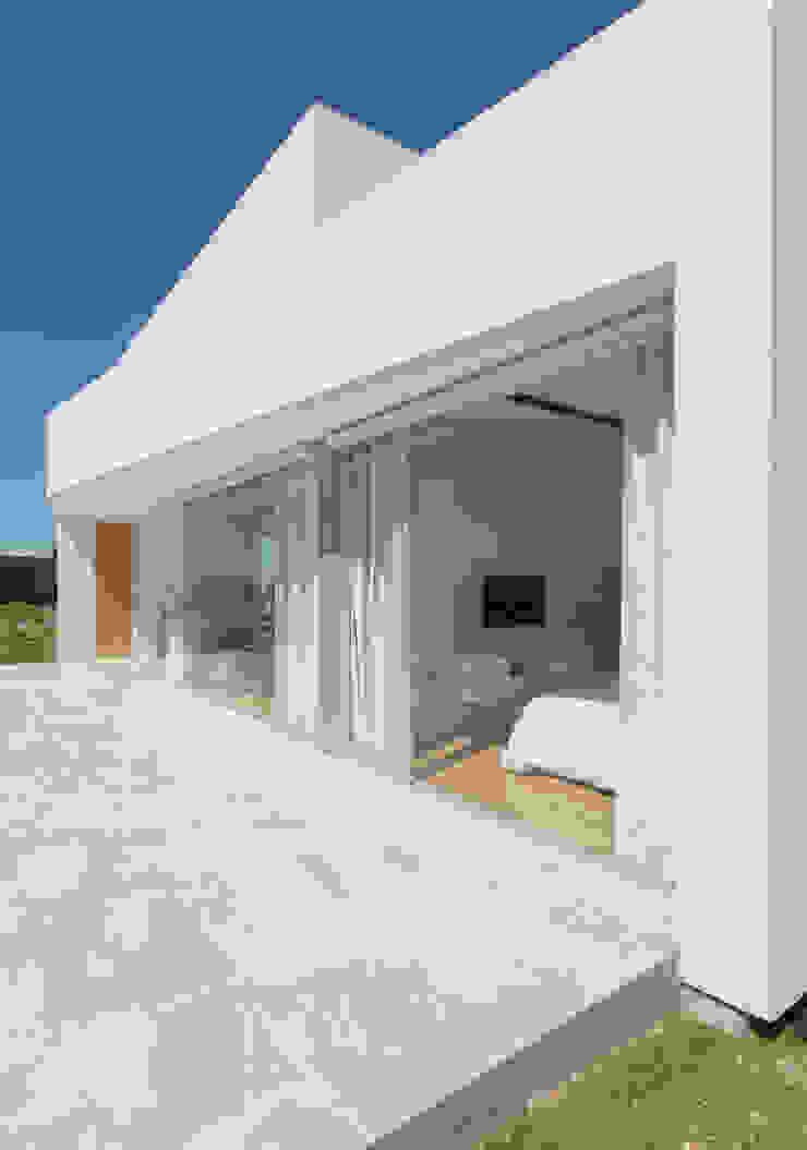 PERSPECTIVA DE FACHADA NORTE Casas de estilo minimalista de VISMARACORSI ARQUITECTOS Minimalista