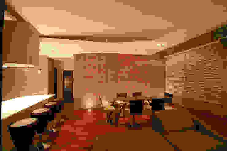 Taracena - RIMA Arquitectura Salones modernos de RIMA Arquitectura Moderno Concreto