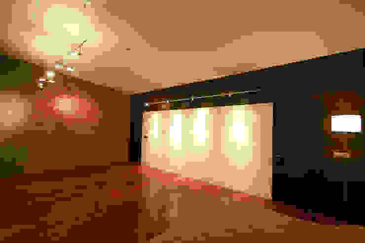 Taracena - RIMA Arquitectura Pasillos, vestíbulos y escaleras modernos de RIMA Arquitectura Moderno Concreto