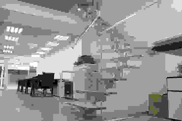 現代  by Visal Merdiven, 現代風 玻璃