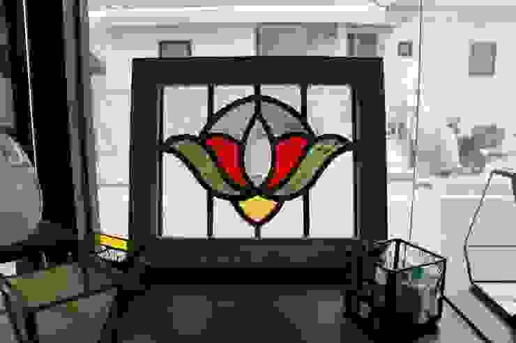 アンティーク風ステンドグラスパネル: タラ工房が手掛けたクラシックです。,クラシック ガラス