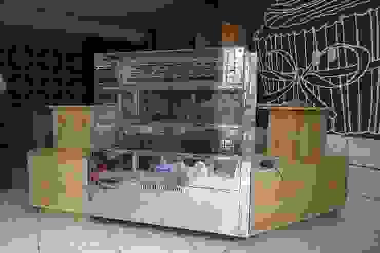 Mostrador y exhibición de tortas de A3 Interiors Moderno