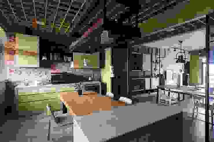 [HOME] Yu Chu Interior Design 인더스트리얼 다이닝 룸 by KD Panels 인더스트리얼 우드 우드 그레인