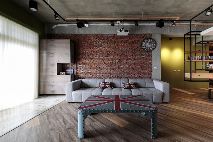 [HOME] Yu Chu Interior Design 인더스트리얼 거실 by KD Panels 인더스트리얼 벽돌