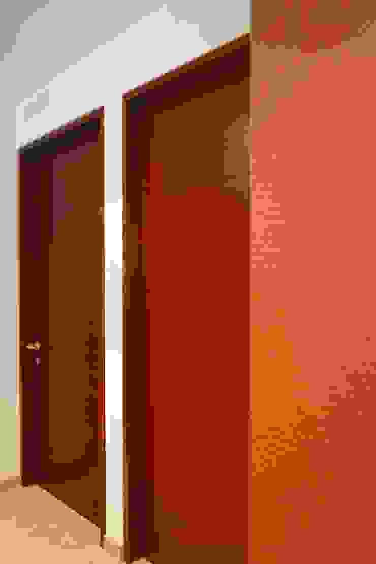 Apartamento 13A Pasillos, vestíbulos y escaleras de estilo moderno de Objetos DAC Moderno