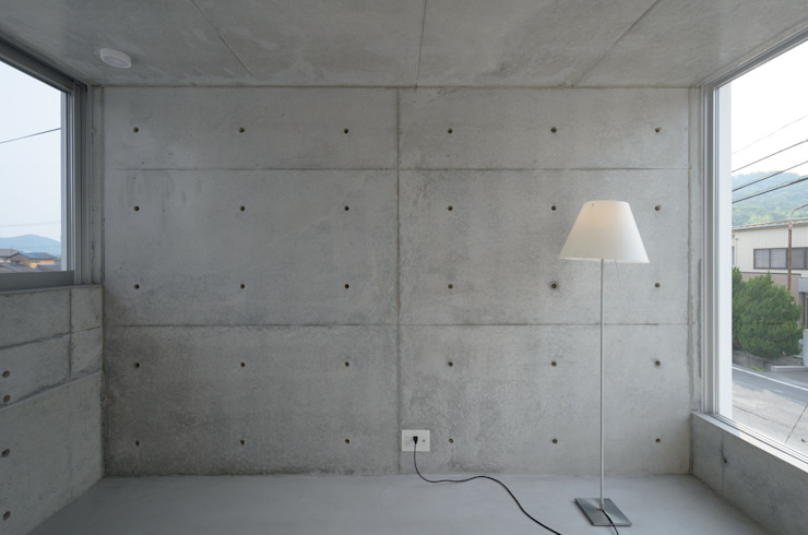 Nursery/kid's room by 風景のある家.LLC, Industrial Concrete
