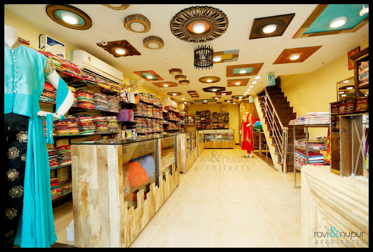 Fashion Hub-Ethnic Women's Apparel Store by RAVI - NUPUR ARCHITECTS Rustic Solid Wood Multicolored