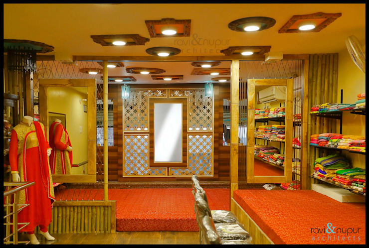 Fashion Hub-Ethnic Women's Apparel Store by RAVI - NUPUR ARCHITECTS Rustic