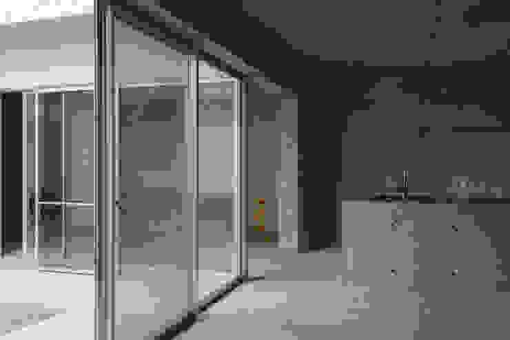 みなも ミニマルデザインの ダイニング の 風景のある家.LLC ミニマル コンクリート