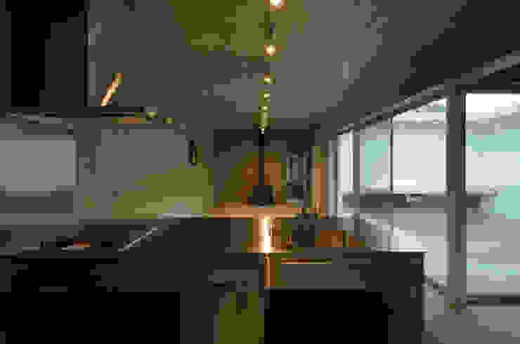 みなも ミニマルデザインの キッチン の 風景のある家.LLC ミニマル コンクリート