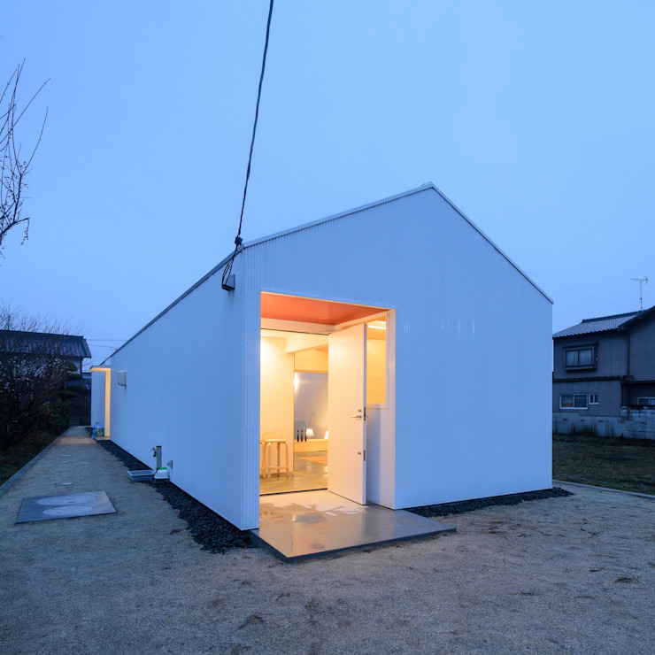 風景のある家.LLC Casas modernas: Ideas, imágenes y decoración Hierro/Acero Blanco