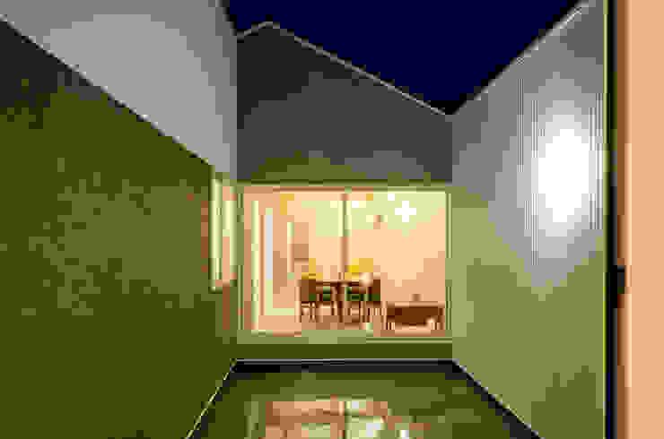 Jardines de estilo moderno de 風景のある家.LLC Moderno Hierro/Acero