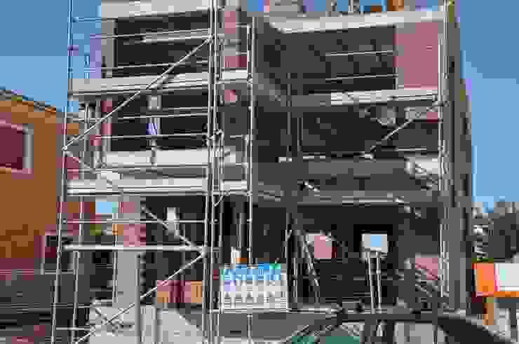 Paredes e pisos modernos por FRAMASA CONSTRUCTORA DEL NOROESTE SLU Moderno