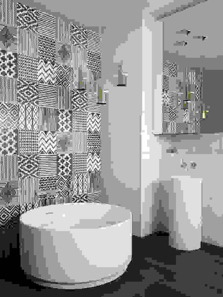 Ceramica Paredes e pisos modernos por Artekasa Materiais de Construção e Decoração Moderno