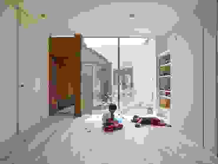 Modern nursery/kids room by 藤原・室 建築設計事務所 Modern