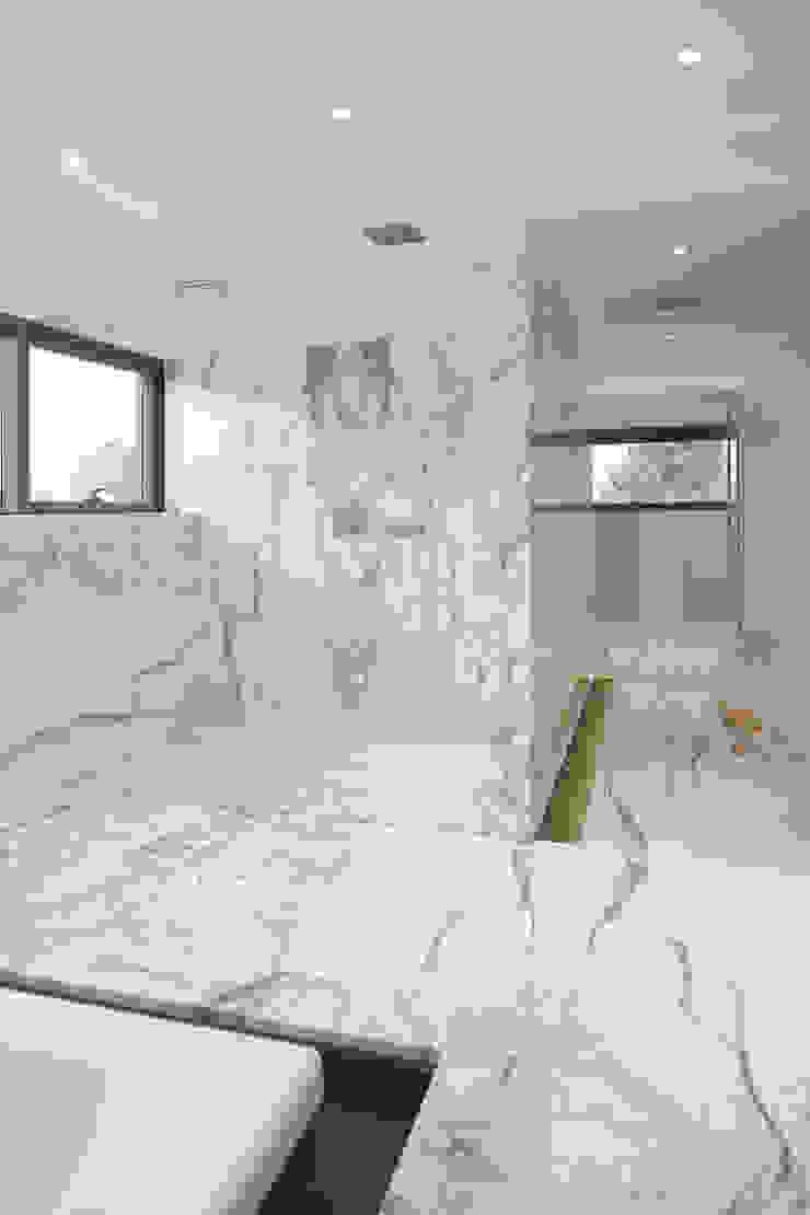 Modern walls & floors by TCC Whitestone Modern