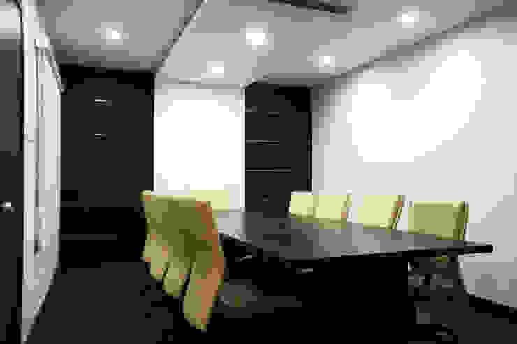 Office interiors @ Perungudi.. by Ashpra Interiors Scandinavian MDF