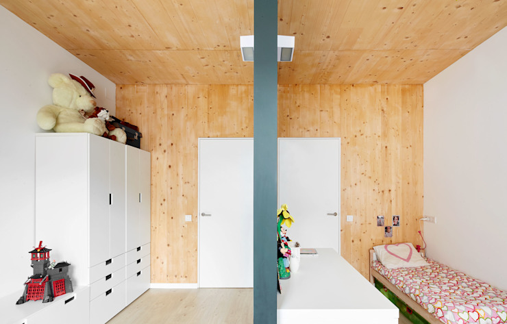 59RUT New house between dividing walls in the centre of Terrassa Dormitorios infantiles minimalistas de Vallribera Arquitectes Minimalista
