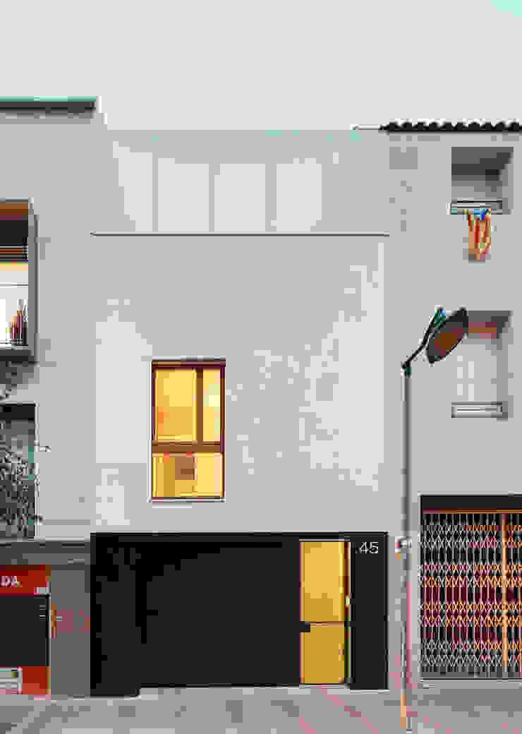 59RUT New house between dividing walls in the centre of Terrassa Minimalist houses by Vallribera Arquitectes Minimalist