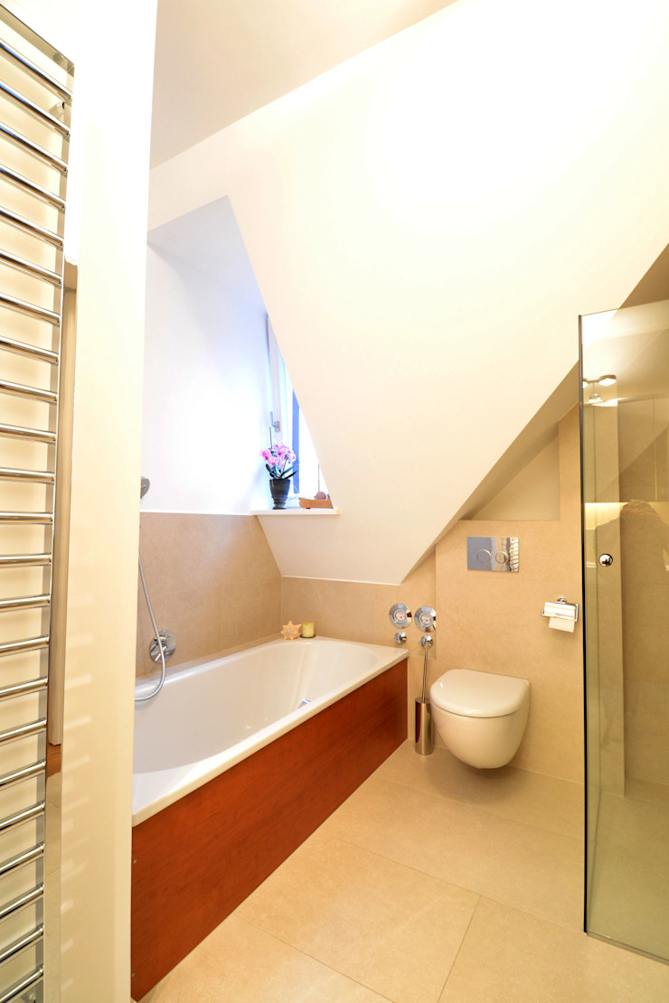Modern bathroom by reichl---beraten-planen-verwirklichen Modern