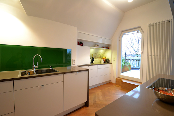 Modern kitchen by reichl---beraten-planen-verwirklichen Modern