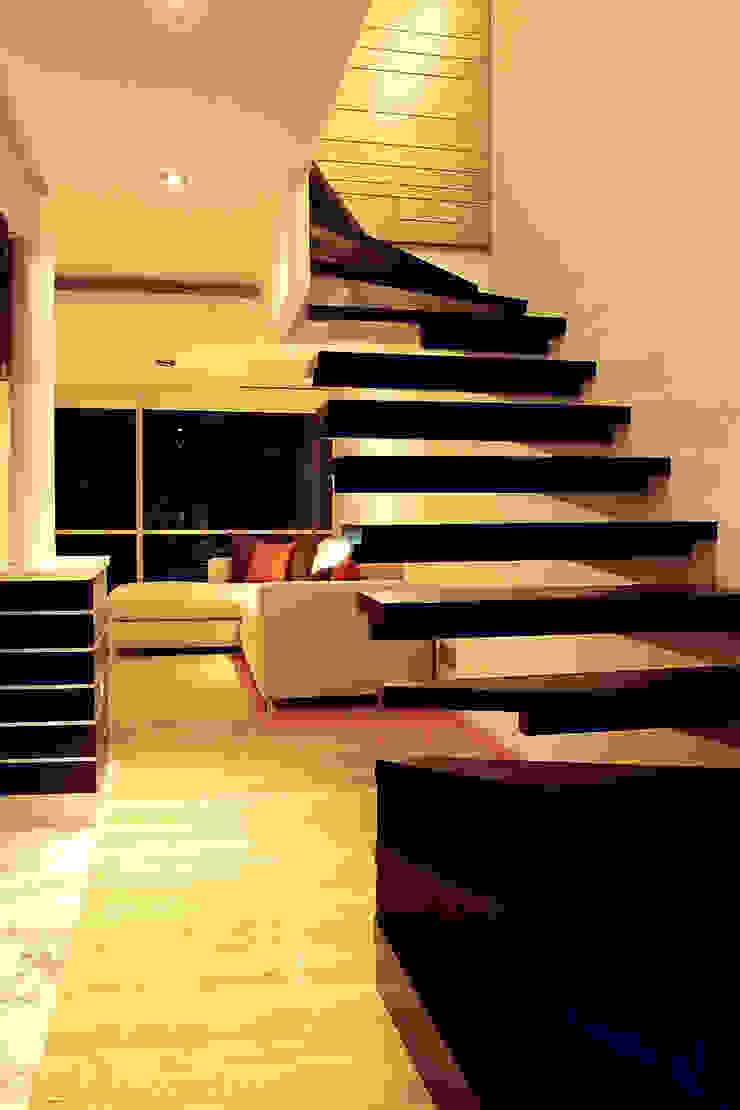 AH - RIMA Arquitectura Pasillos, vestíbulos y escaleras modernos de RIMA Arquitectura Moderno Madera Acabado en madera