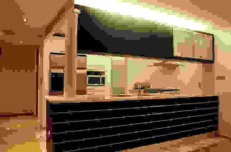 AH - RIMA Arquitectura Cocinas modernas de RIMA Arquitectura Moderno Madera Acabado en madera