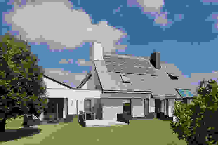 Дома в стиле модерн от O2 Concept Architecture Модерн Камень