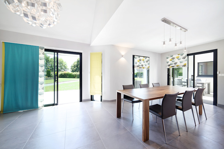 Modern dining room by O2 Concept Architecture Modern Sandstone