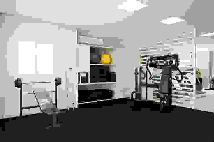 Modern gym by Tárcyla & Savane Arquitetas Associadas Modern