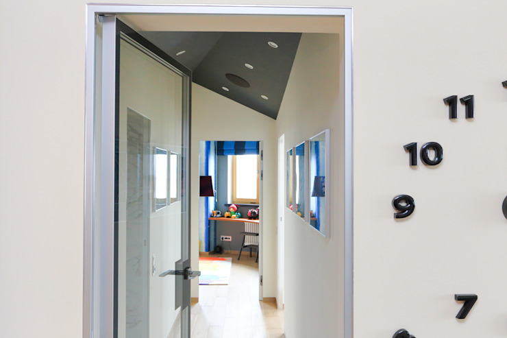 Квартира в ЖК <q>Дирижабль</q> Коридор, прихожая и лестница в стиле минимализм от AFTER SPACE Минимализм
