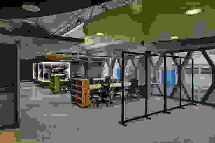 Monster - RIMA Arquitectura Estudios y despachos modernos de RIMA Arquitectura Moderno