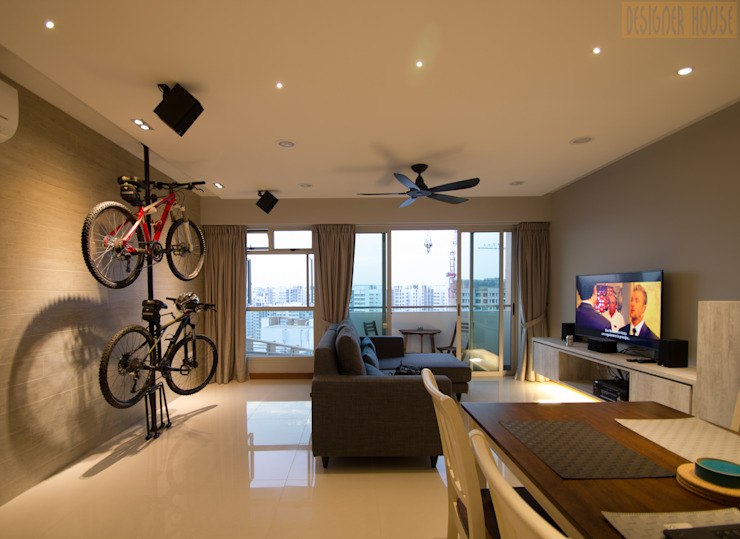 BTO @ Punggolin Hotel Style:  Living room by Designer House,