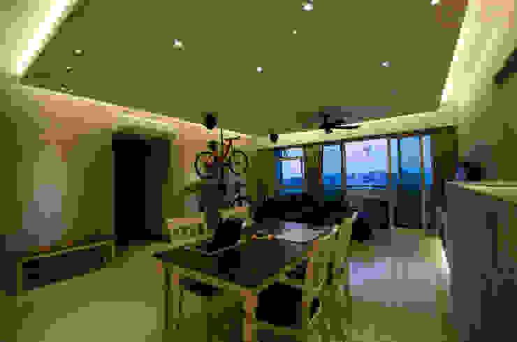 BTO @ Punggolin Hotel Style Modern dining room by Designer House Modern